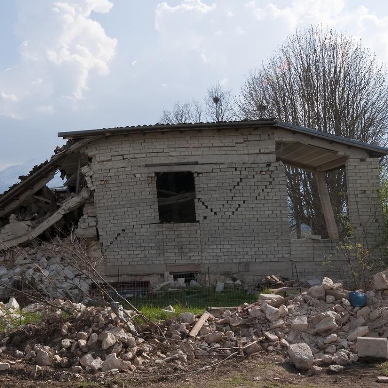 四川、新疆接連發生強震!地震發生時你該知道的五件事