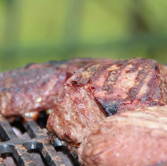 牛肉好便宜?你還記得重組肉的可怕嗎?