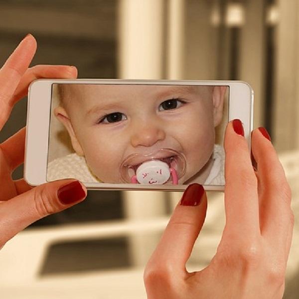 在網路分享孩子照片、影片前 請先思考這4件事
