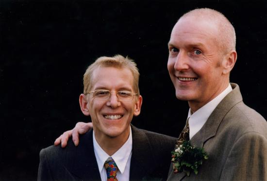2001年4月1日,這對荷蘭男同志伴侶成為世界史上第一對合法結婚的同性伴侶。