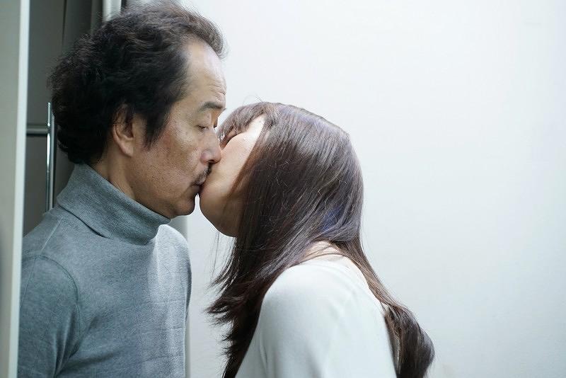 【美麗之星】劇照_ LilyFranky(左)與友利惠(右)在片中大搞婚外情